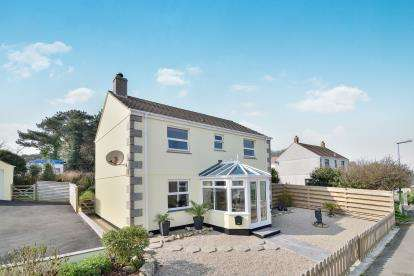 4 Bedrooms Detached House for sale in Forth Vean, Godolphin Cross, Helston