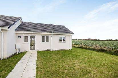 2 Bedrooms Bungalow for sale in St Merryn Holiday Park, St Merryn, Cornwall