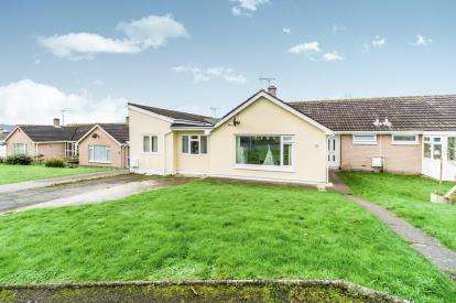 4 Bedrooms Bungalow for sale in Torpoint, Cornwall, England