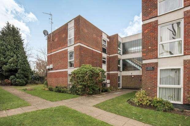 2 Bedrooms Flat for sale in West Byfleet, Surrey