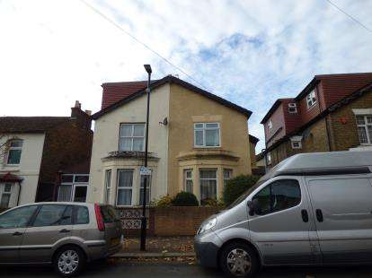 3 Bedrooms Semi Detached House for sale in Walthamstow, Waltham Forest, London