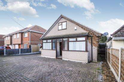 4 Bedrooms Bungalow for sale in Wickford, Essex, United Kingdom