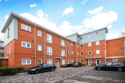 2 Bedrooms Flat for sale in Wells Court, Medhurst Drive, Bromley