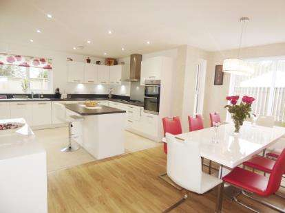 5 Bedrooms Detached House for sale in Locking, Weston Super Mare, Somerset