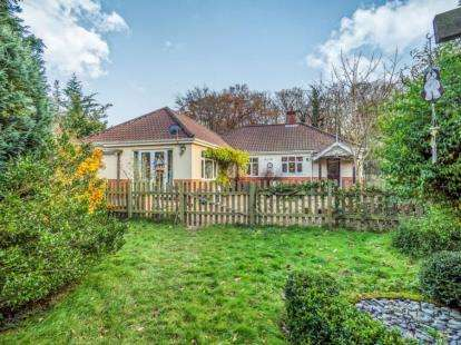3 Bedrooms Bungalow for sale in Salhouse, Norwich, Norfolk