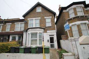 3 Bedrooms Flat for sale in George Lane, Hither Green, London