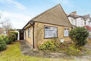 3 Bedrooms Bungalow for sale in Bridle Road, Shirley, Croydon, Surrey