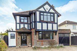 3 Bedrooms Detached House for sale in Devonshire Way, Shirley, Croydon, Surrey
