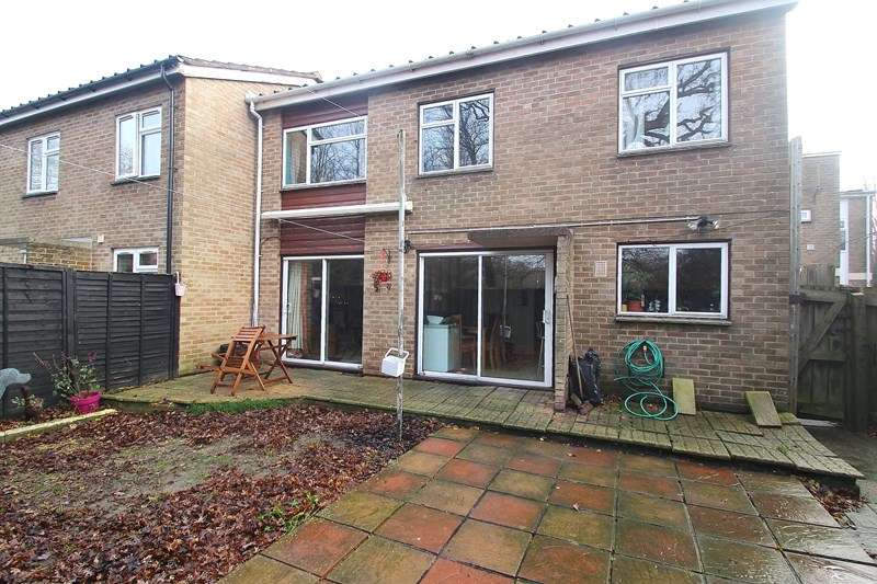 3 Bedrooms Semi Detached House for sale in Belvoir Close, Fareham