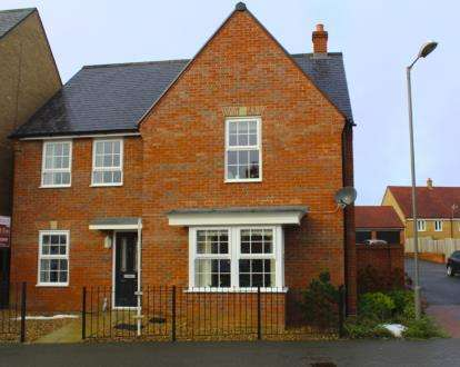 4 Bedrooms Detached House for sale in Honeycomb Way, Buckingham