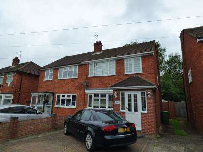 3 Bedrooms Semi Detached House for sale in Warwick Drive, Cheshunt, Waltham Cross, Hertfordshire