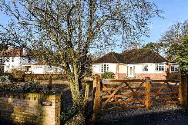 3 Bedrooms Bungalow for sale in Church Grove, Wexham