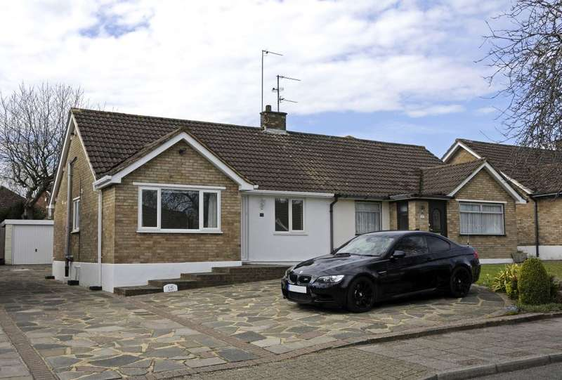2 Bedrooms Semi Detached Bungalow for rent in Hilborough Way, Farnborough, Orpington, BR6
