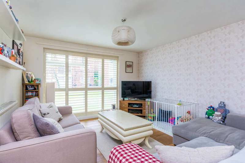 2 Bedrooms Flat for sale in Azalea Close, Ealing, W7