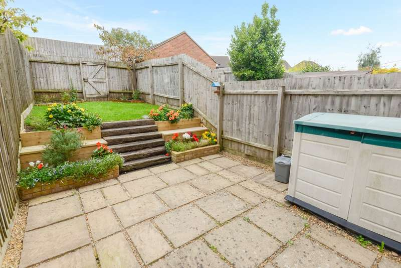 3 Bedrooms Terraced House for sale in Godfrey Gardens, Chartham, CT4
