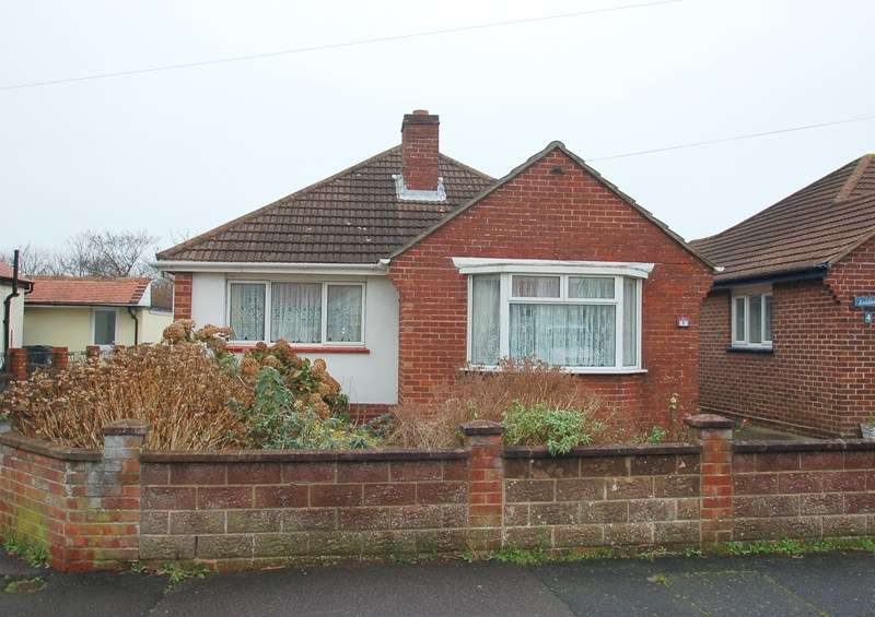 2 Bedrooms Bungalow for sale in Clyde Road, Gosport