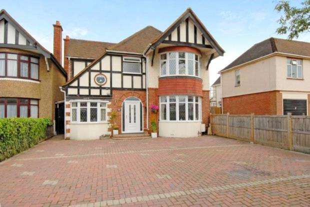 4 Bedrooms Detached House for sale in Elm Road, Earley, Reading