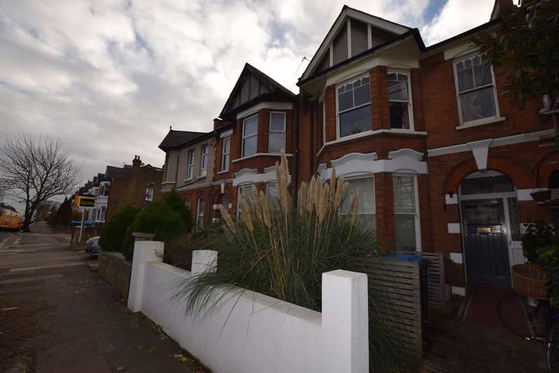 4 Bedrooms Flat for sale in Holland Road, London, London, NW10