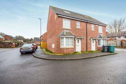 4 Bedrooms Semi Detached House for sale in Beard Close, Darlaston, Wednesbury, West Midlands
