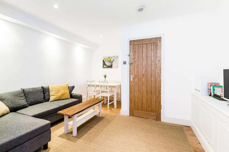 2 Bedrooms Flat for sale in Barking Road, Plaistow, E13