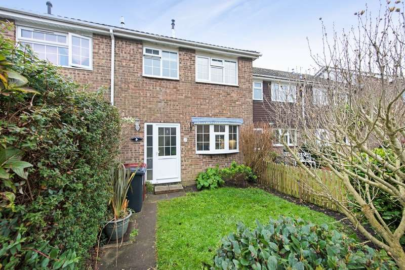 3 Bedrooms Terraced House for sale in Charles Avenue, Chichester, West Sussex, PO19