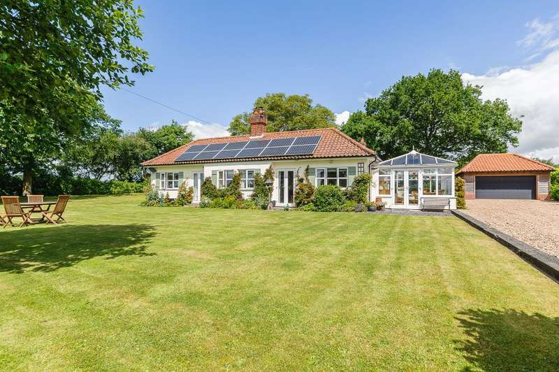 5 Bedrooms Detached House for sale in Little Orchard, Norwich, Norfolk, NR10 4RT