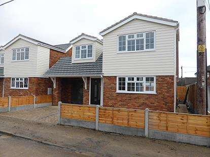 2 Bedrooms House for sale in 29a and 29b St Annes Road, Canvey Island, Essex