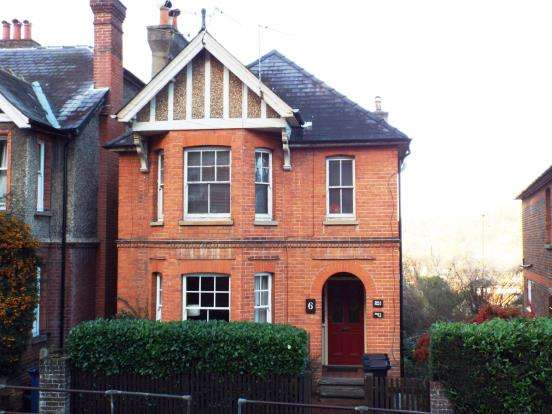 1 Bedroom Flat for sale in Godalming, Surrey, .
