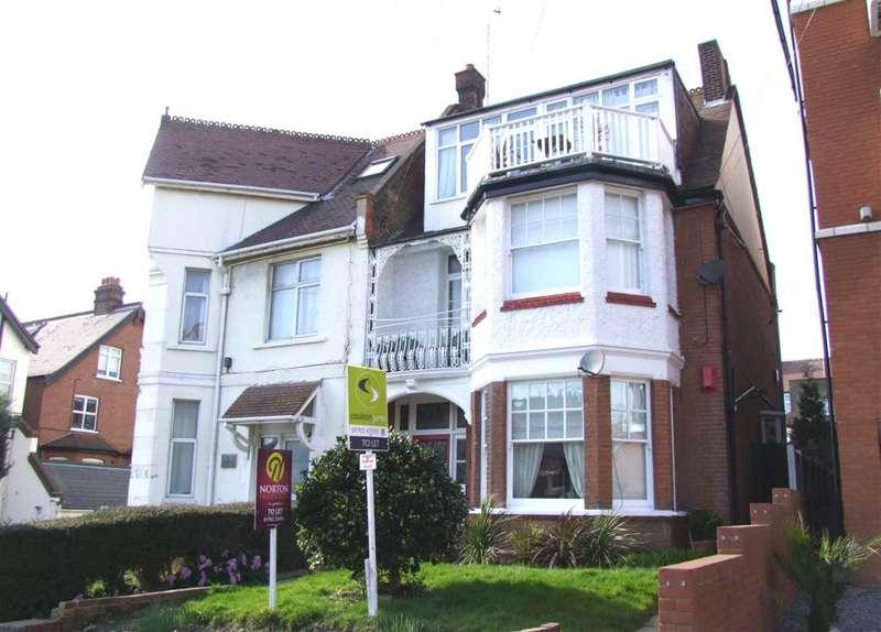 3 Bedrooms Apartment Flat for rent in Pembury Road, Westcliff on Sea