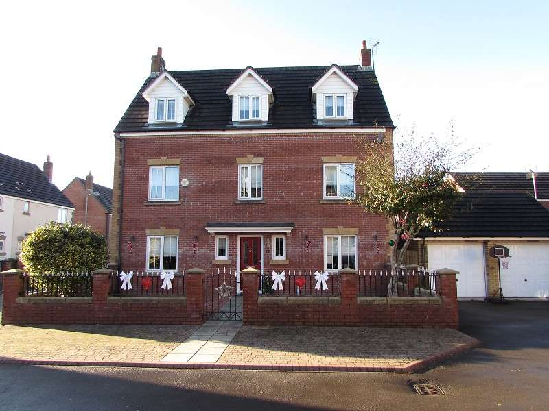 5 Bedrooms Detached House for sale in St. Mary Close, Pencoed, Bridgend. CF35 5LL