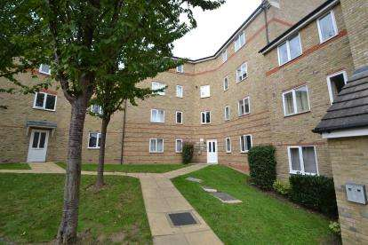 2 Bedrooms Flat for sale in The Village, Chelmsford, Essex