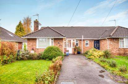 3 Bedrooms Bungalow for sale in Cameron Close, Leamington Spa, Warwickshire, England