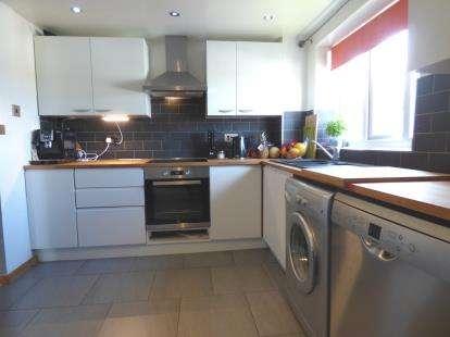 2 Bedrooms Maisonette Flat for sale in Ruthin Court, Dunbar Road, Preston, Lancashire