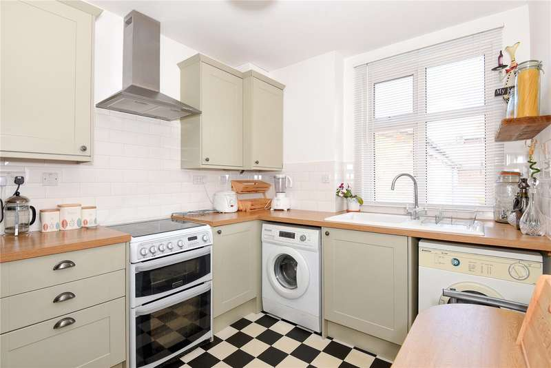2 Bedrooms Maisonette Flat for sale in 9 The Greenway, Uxbridge, Middlesex, UB8