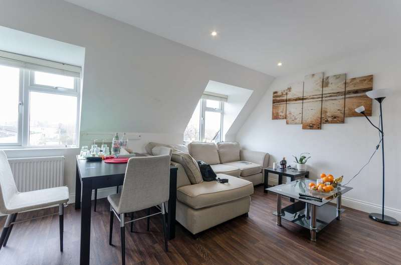 2 Bedrooms Flat for sale in Roding Road, Loughton, IG10