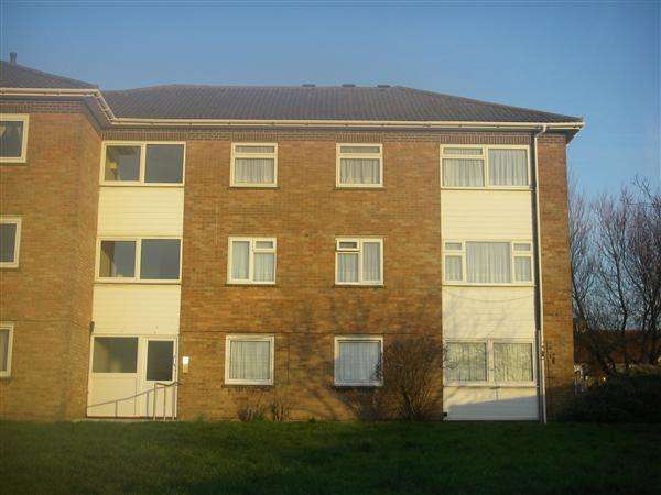 2 Bedrooms Flat for rent in Portslade Court, Portslade