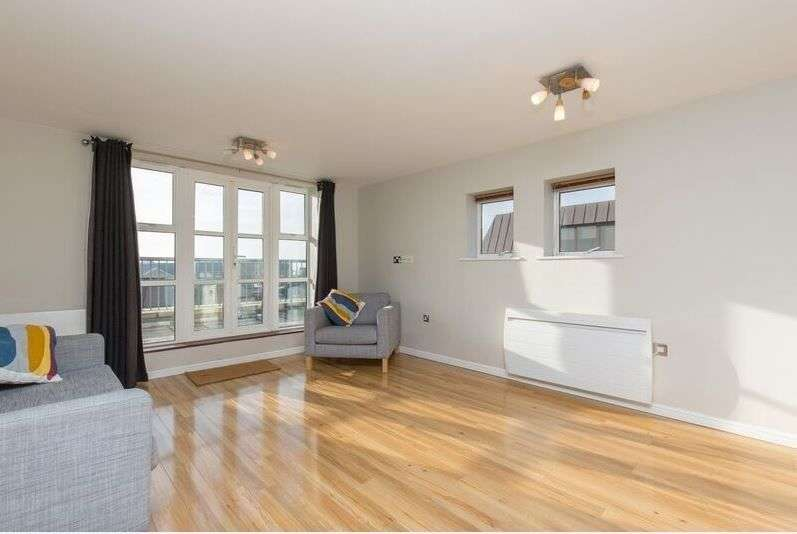 2 Bedrooms Flat for sale in Lower Canal Walk, Southampton, SO14