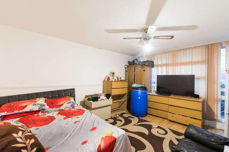 3 Bedrooms Flat for sale in Carey Gardens, Nine Elms, SW8