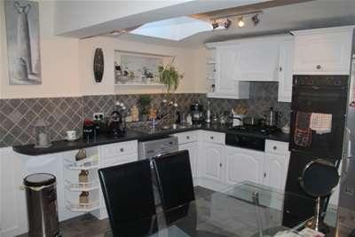 4 Bedrooms House for rent in Broadbridge Heath