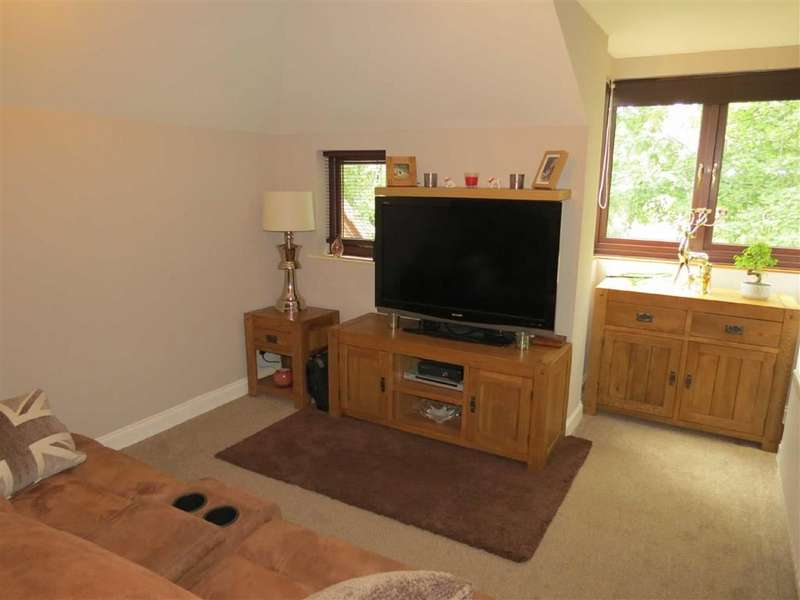 2 Bedrooms Flat for sale in Teal Close, Washington