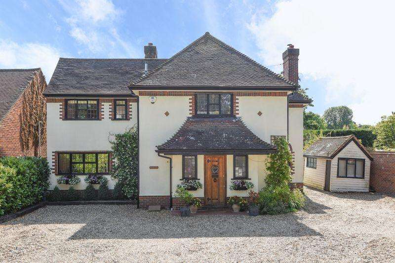 4 Bedrooms Detached House for sale in East Horsley