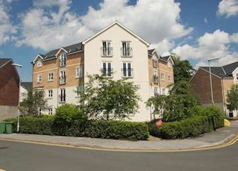 2 Bedrooms Flat for rent in Montgomery Avenue, Leeds, West Yorkshire, LS16