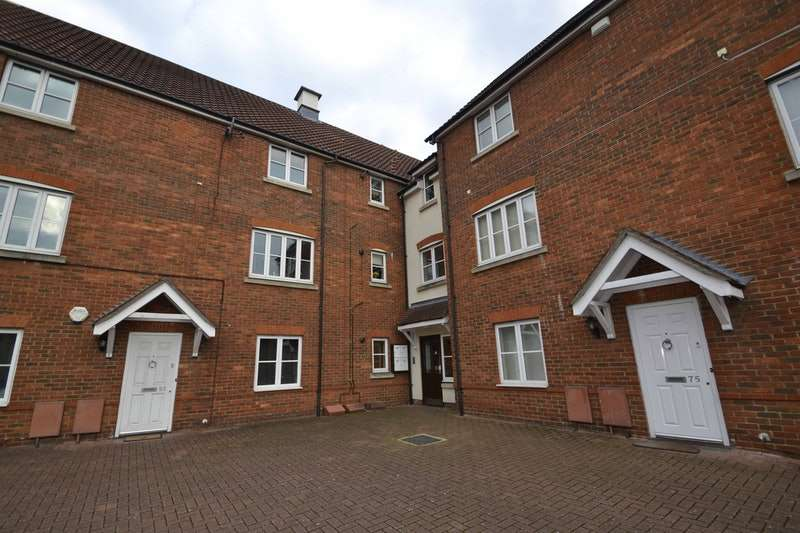 2 Bedrooms Flat for sale in San Marcos Drive, Grays, Essex, RM16