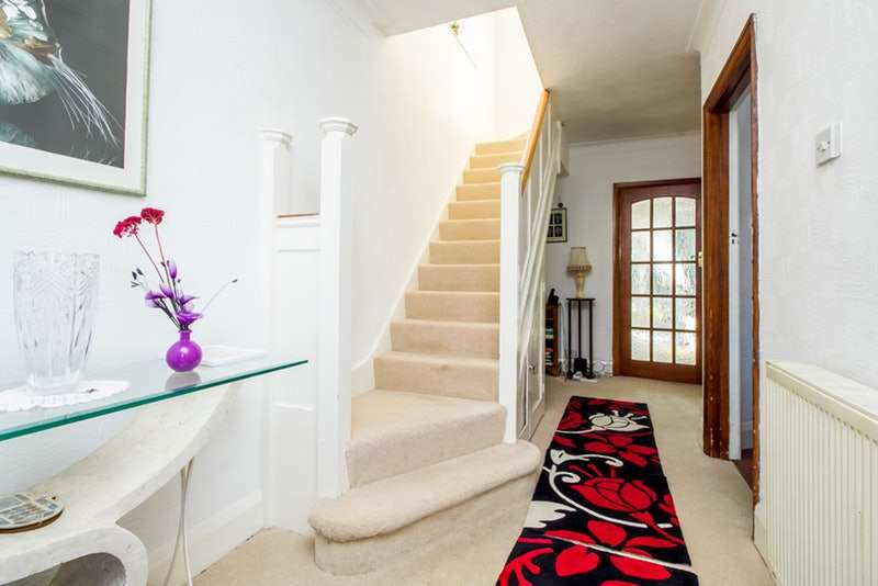 3 Bedrooms Semi Detached House for sale in Green Lane, London, London, SW16