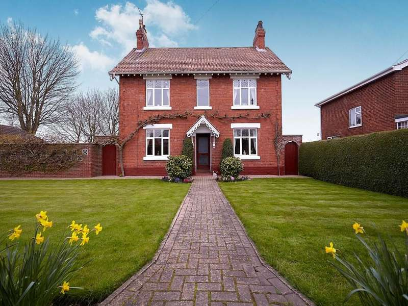 5 Bedrooms Detached House for sale in Main Road, Burton Pidsea, HU12