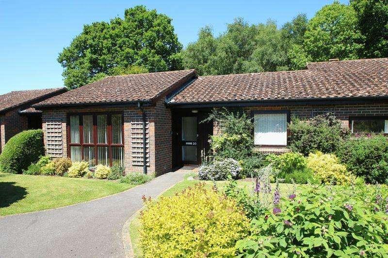 2 Bedrooms Retirement Property for sale in Furniss Court, Elmbridge Village, Cranleigh
