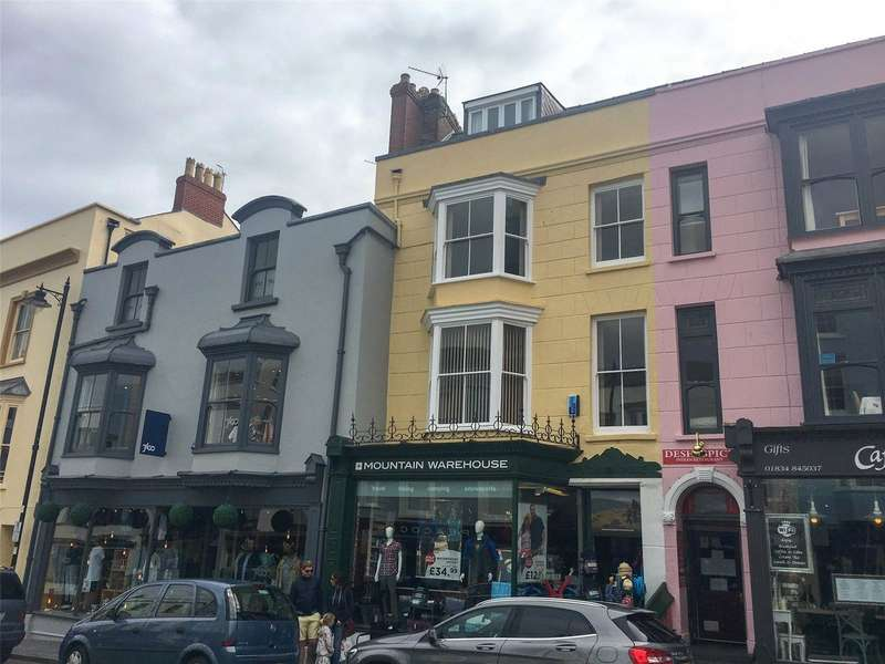 3 Bedrooms Flat for sale in St. Davids Apartment, York House, Tudor Square, Tenby