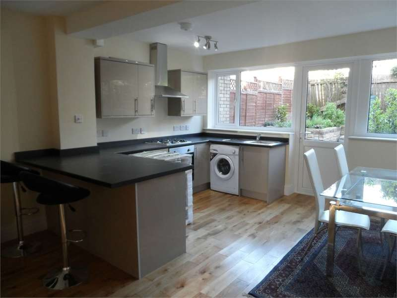 3 Bedrooms Terraced House for rent in Stapleton Road, Bristol