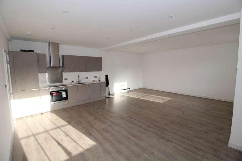 2 Bedrooms Flat for rent in Stonehills, Welwyn Garden City, AL8
