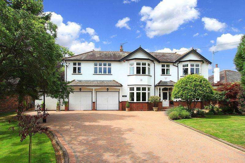 3 Bedrooms Detached House for sale in WOMBOURNE, Stourbridge Road